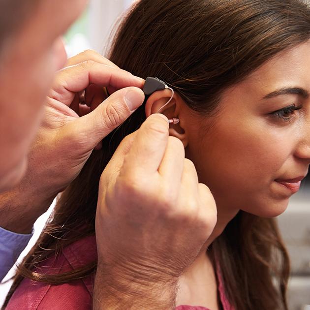 Quali sono le differenze tra apparecchio acustico ed amplificatore?